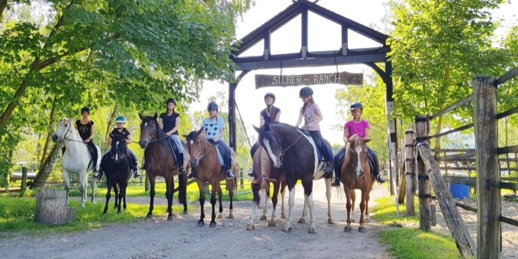 Reitferien Kinder auf dem Pferd